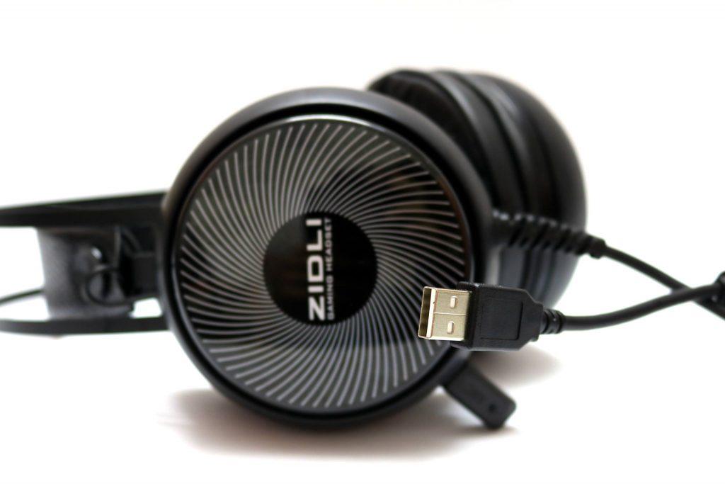 Zidli ZH12S có kiểu dáng chụp đầu đơn giản và nhẹ nhàng.