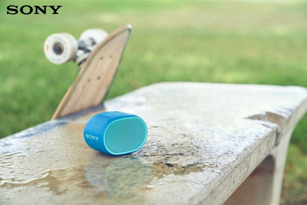"""""""Chấp"""" luôn mưa gió hay nước bẩn, chuẩn chống nước IPX5 sẽ bảo vệ chiếc loa yêu quý của bạn."""