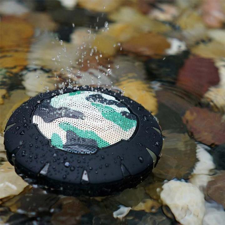 Thiết bị có thể nổi trên mặt nước, rất thích hợp với khi đi bơi hoặc nghe nhạc ngay trong phòng tắm.