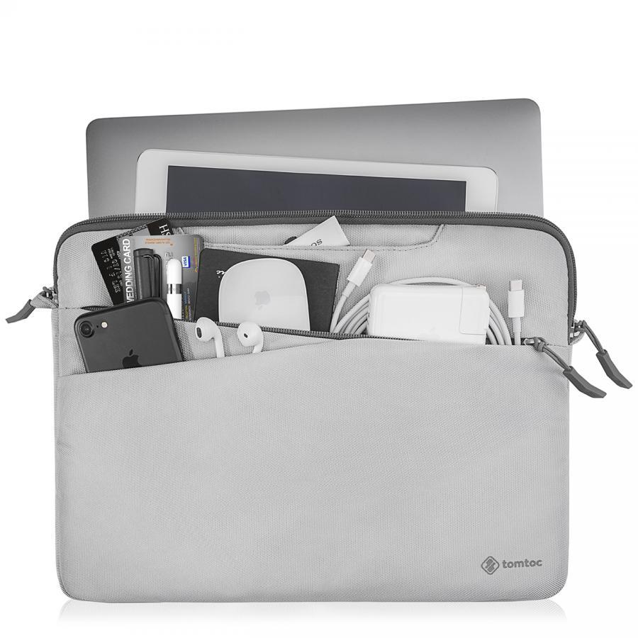 Khoang túi bên ngoài sử dụng để chứa những món đồ nhỏ rất tiện dụng.