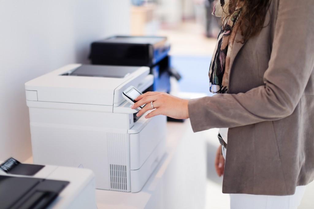 lựa chọn máy in có màn hình LCD dễ dàng điều khiển
