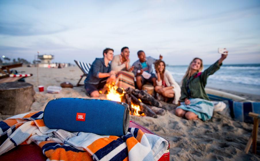 Loa Bluetooth JBL Xtreme (Blue) phù hợp với các chuyến đi dã ngoại cùng bạn bè và gia đình