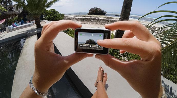 Máy Quay GoPro HERO 7 White (CHDHB-601-RW) thiết kế nhỏ gọn là người bạn đồng hành trong mỗi chuyến đi