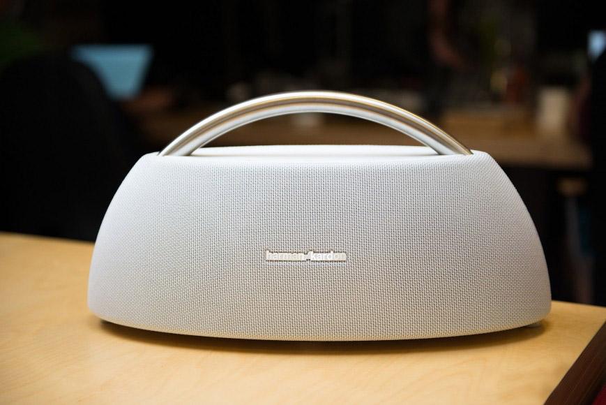 Loa Bluetooth Harman/Kardon Go+Play Mini (White) đem tới âm thanh bùng nổ sống động tăng trải nghiệm cho người sử dụng