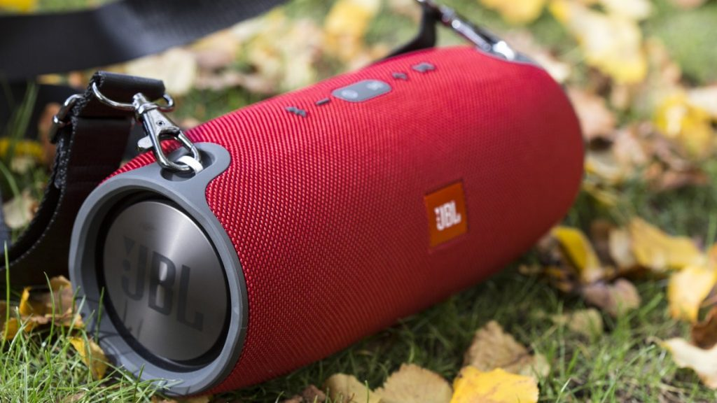 Loa Bluetooth JBL Xtreme (Red) phù hợp với các chuyến đi dã ngoại cùng bạn bè và gia đình