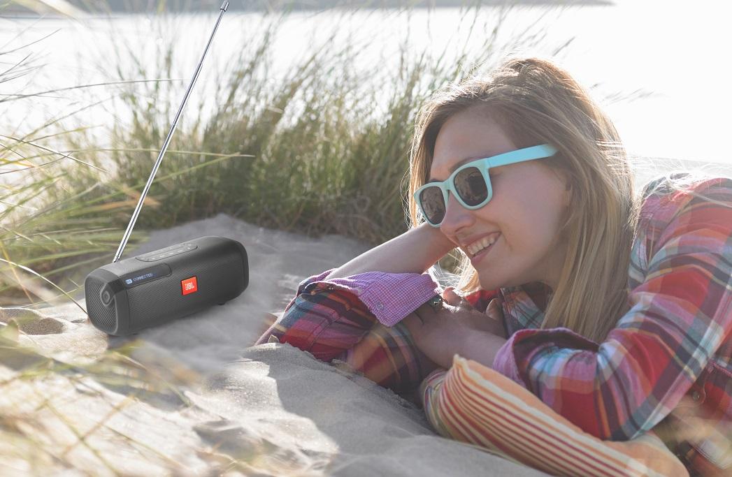 Loa Bluetooth JBL Tuner FM (Black) là người bạn đồng hành trong mọi chuyến đi chơi