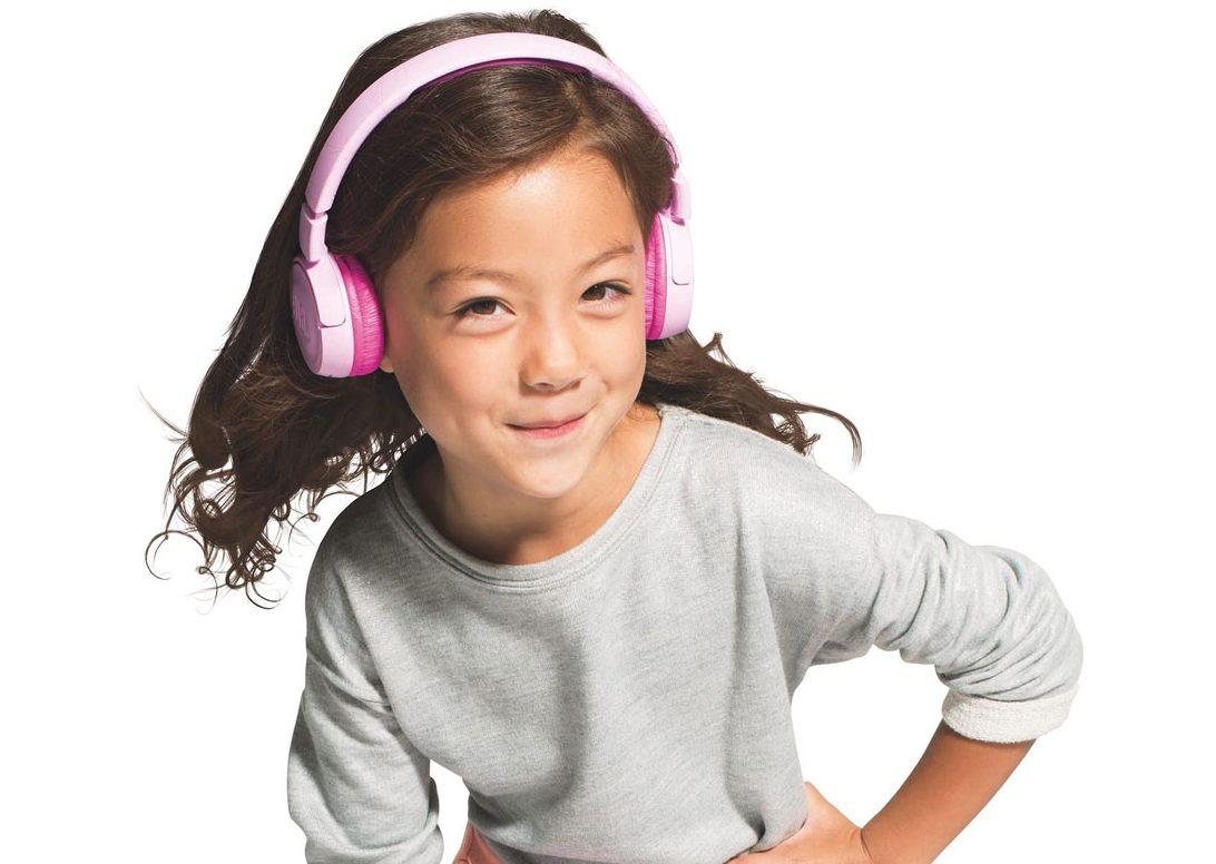 Tai nghe JBL JR 300 BT (Pink) là người bạn không thể bỏ qua trong mọi chuyến đi chơi của các bé