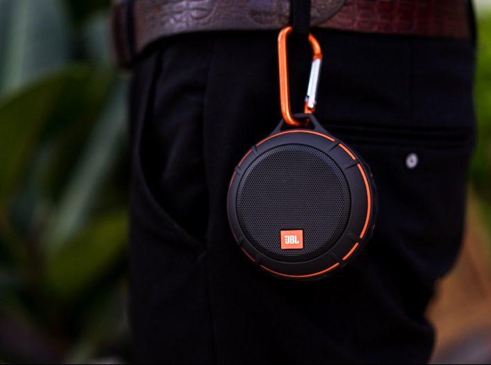 Loa Bluetooth JBL Wind (Black) tiện lợi cho những chuyến đi cắm trại cùng gia đình và bạn bè
