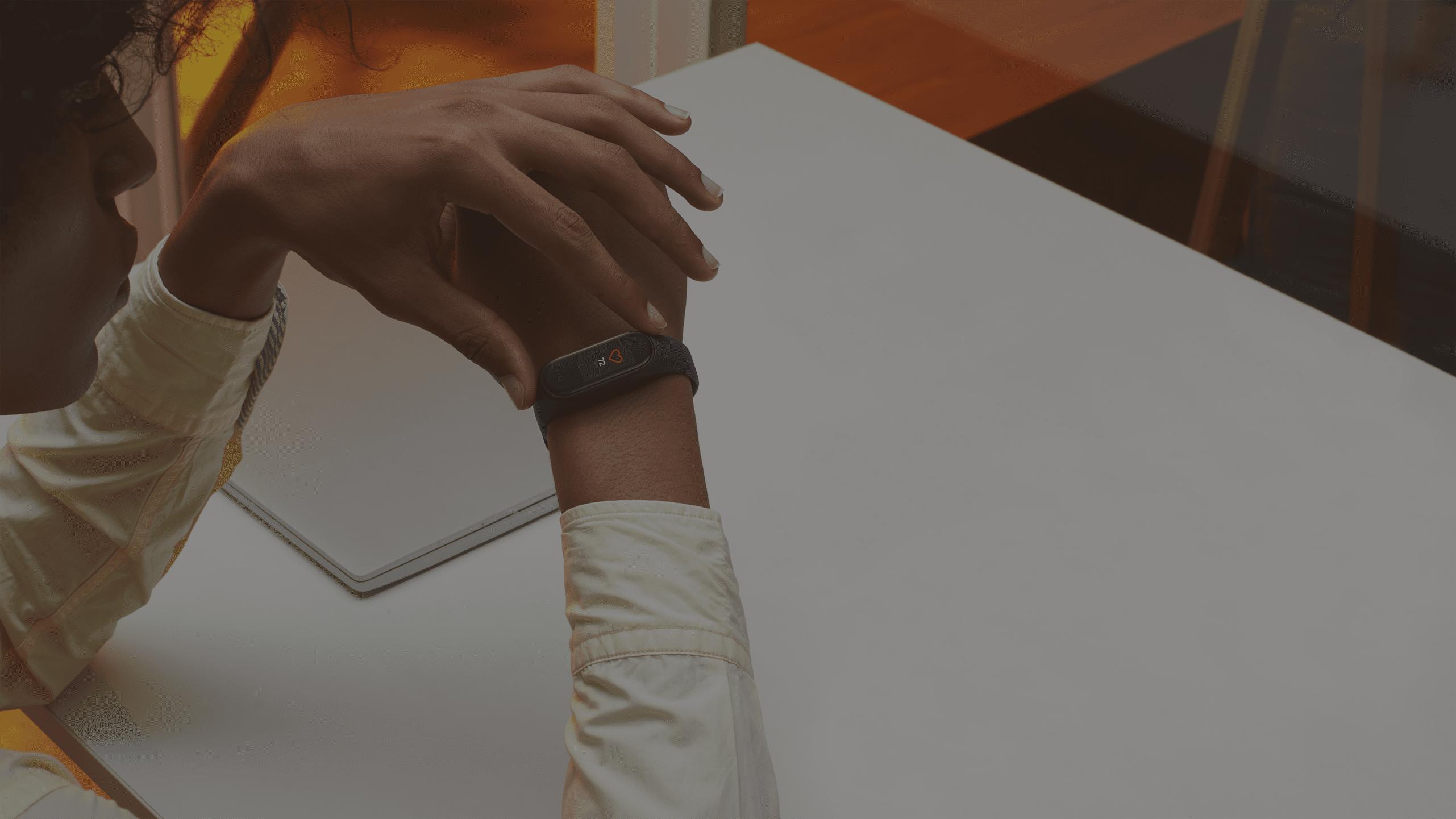 Vòng Đeo Tay Thông Minh Xiaomi Mi Smart Band 4 (MGW4052GL) (Đen)_6